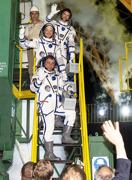 Expedition 40 Preflight