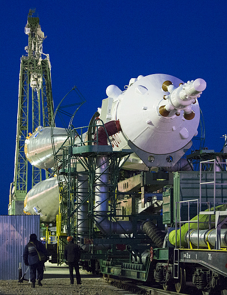 Expedition 42 Soyuz Rollout