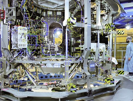 airbus-defence-and-space-orion-esm-second-module-clean-room-1024x683